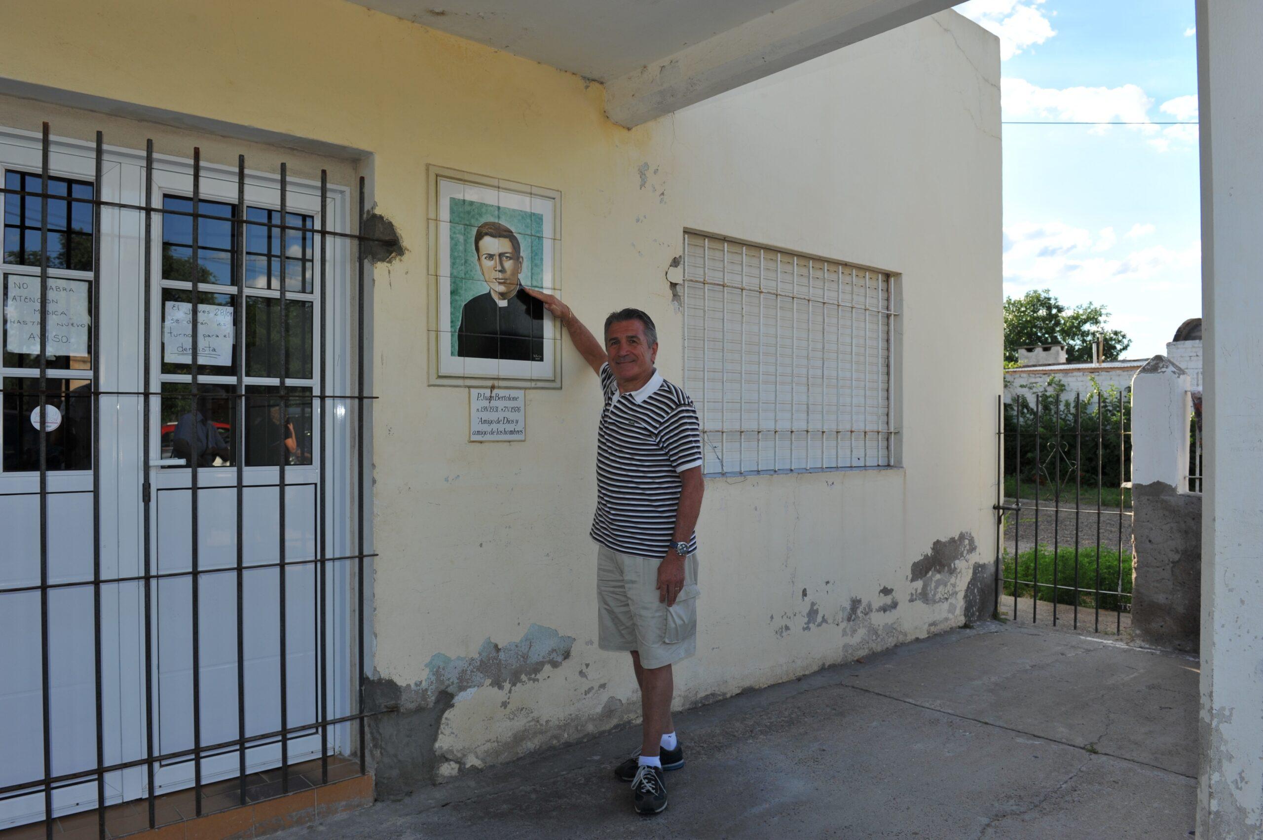 Padre Juan Bertolone